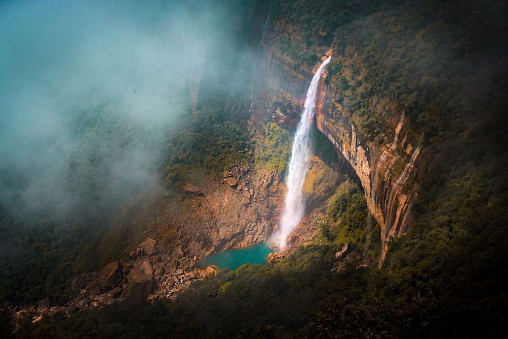 The magical view of  Nohkalikai falls.