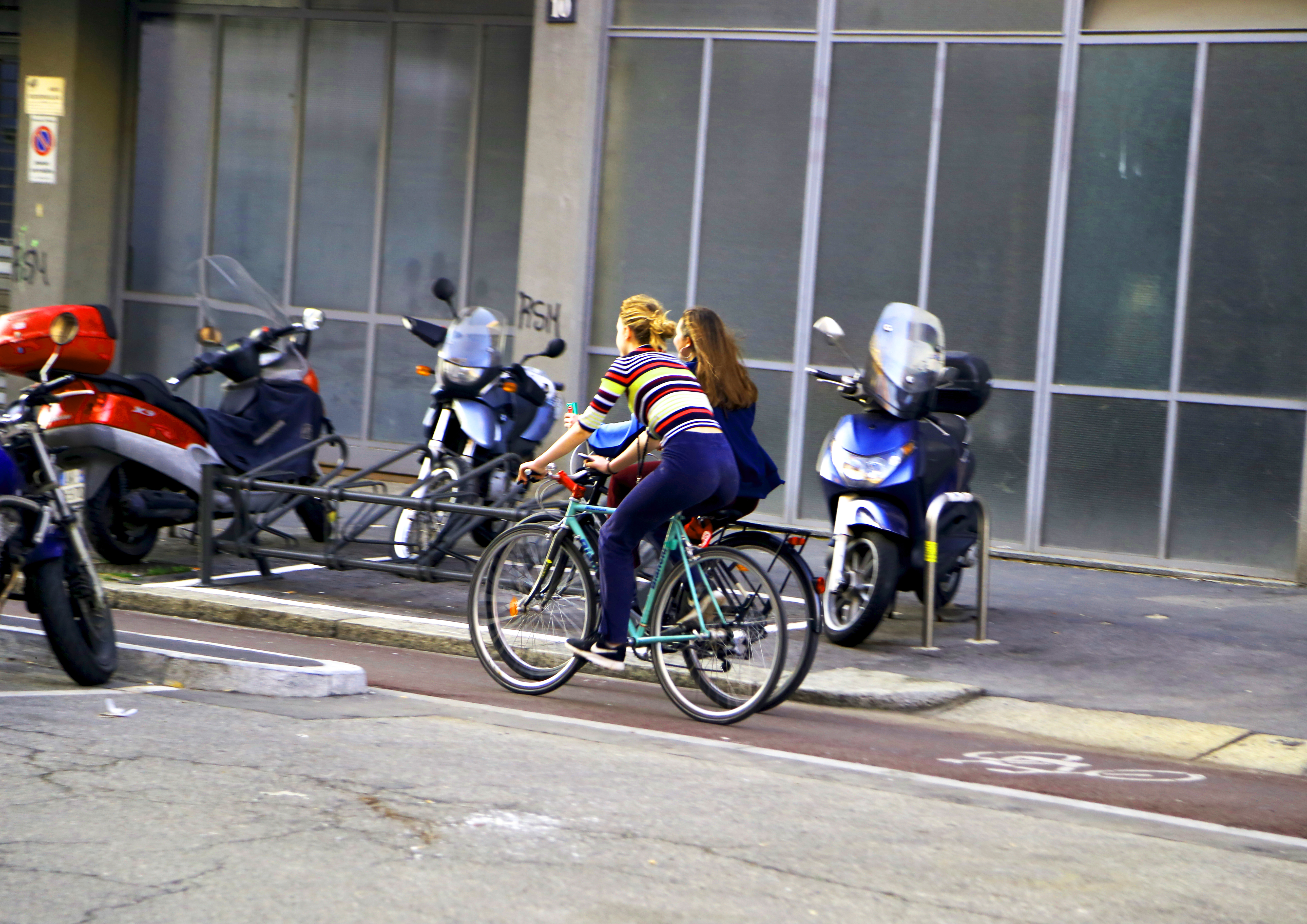 bicycle ass rainboo hype