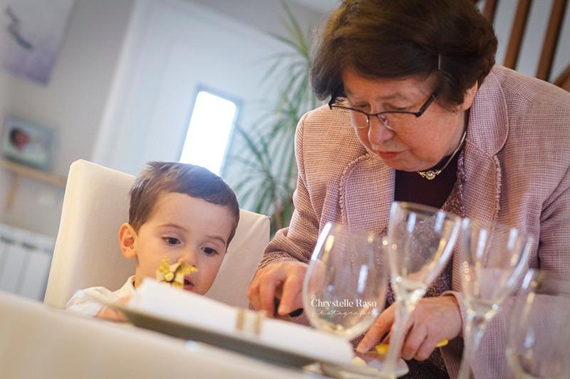 petit fils et sa grand mère