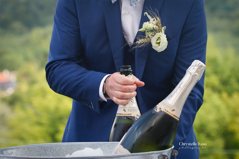 marié et la bouteille de champage