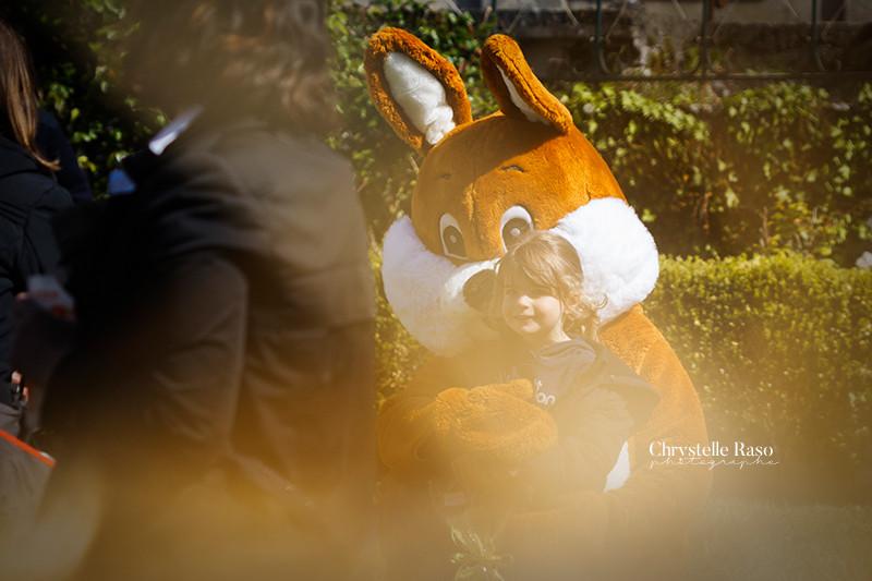 mascotte lapin chasse aux oeufs à coutevroult