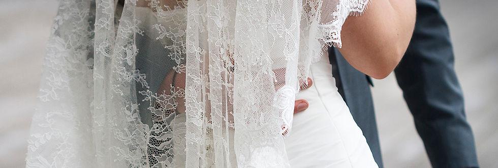 Détail de la broderie de la robe de mariée