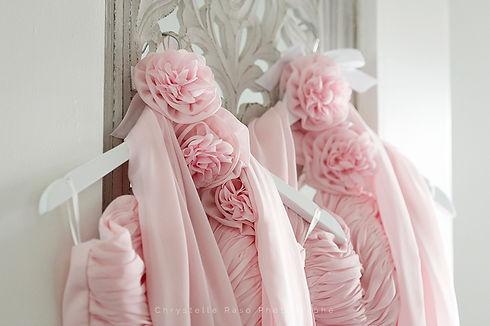 Robes roses des demoiselles d'honneur