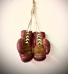 Boxing%20gloves_edited.png