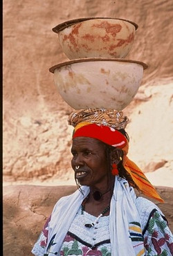 fulani-woman-selling-milk-from-calabashes-w640h480