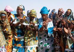 the-ladies-celebrate-1-w640h480