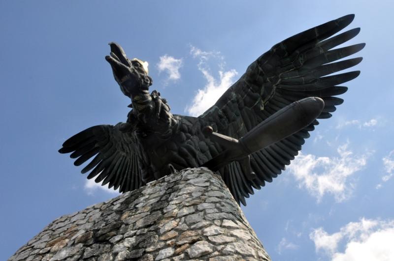 פסל עוף הטורול, עוף מהמיתולוגיה ההונגרית