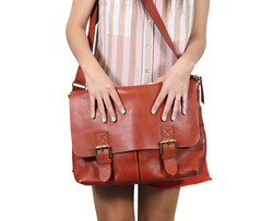 Woman wearing leather purse