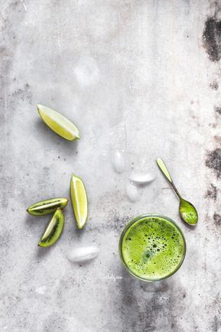 Abundantly Green Dandelion, Kiwi + Lime Juice