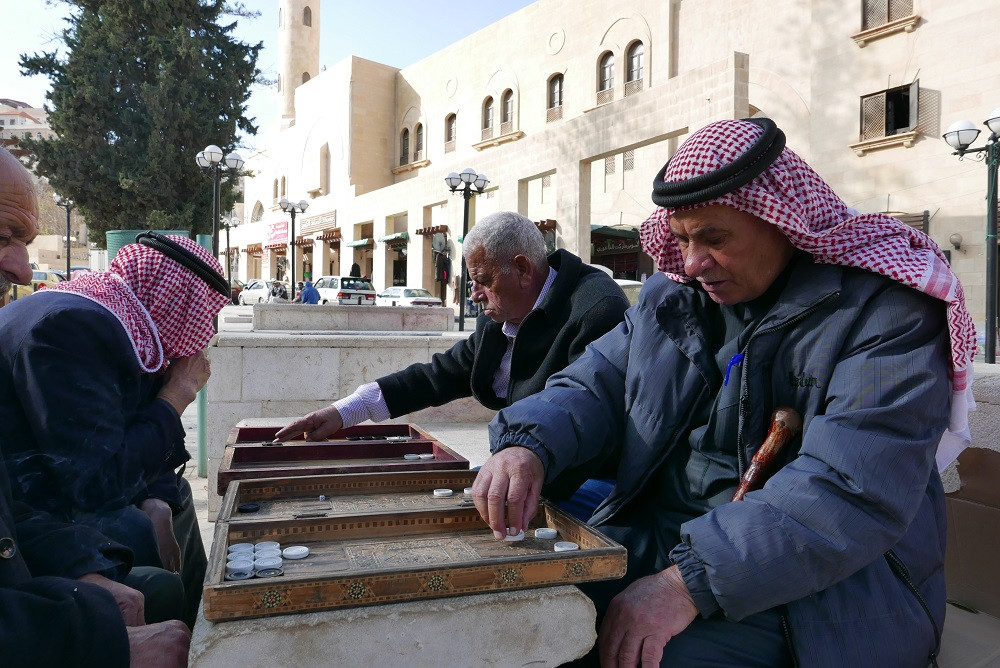 Backgammon op Ein Plaza, Salt, Jordanië - Saffraan Reizen