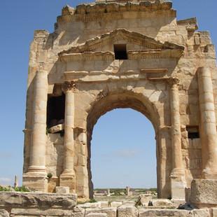 Trajanus' boog in Makhtar.JPG