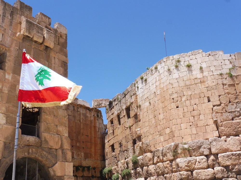 Libanese vlag, Baalbel, Libanon - Saffraan Reizen