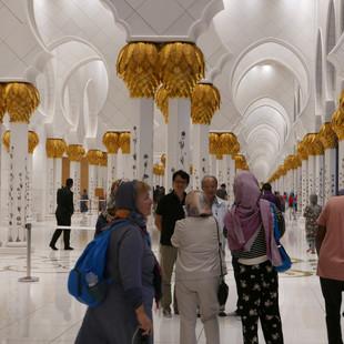 Veel moskeebezoekers.JPG