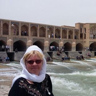 Khadju Bridge Isfahan.jpg