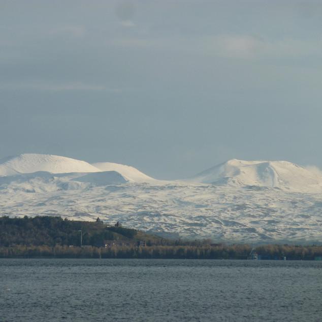 Winter- zicht Sevanmeer rondreis Armenie Saffraan Reizen