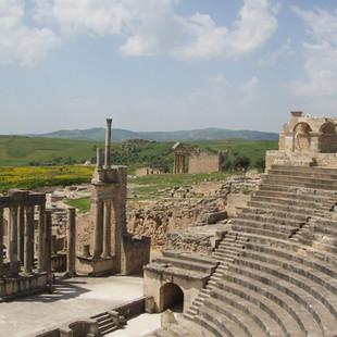 Romeinse theater in Dougga.JPG