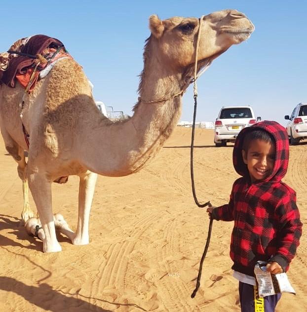 Jongetje met kameel.jpg