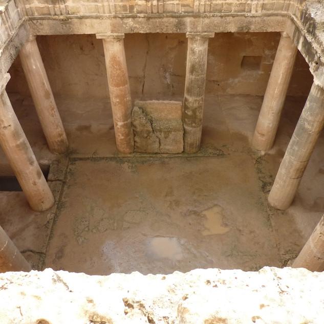 Koningsgraven Pafos Cyprus.JPG