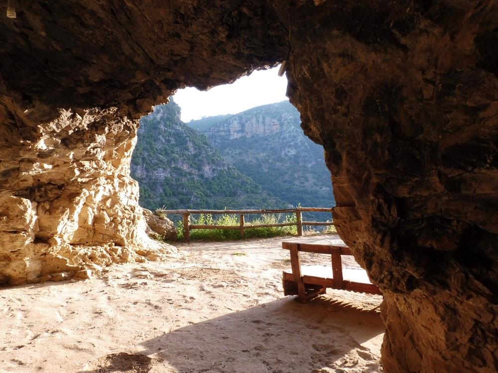 Grotkerk, Wadi Qadisha, Libanon - Saffraan Reizenn