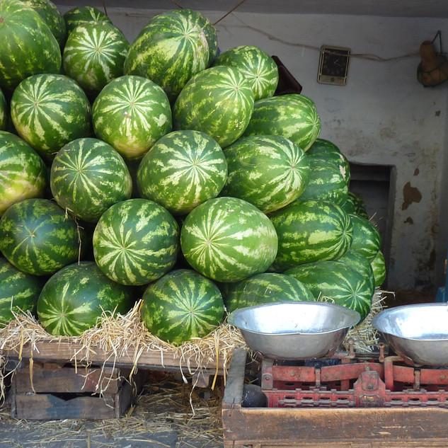 Meloenen in de souq in Marokko.JPG