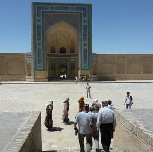 Naar de moskee Bukhara.JPG