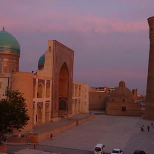 Het Kalon plein in Bukhara.JPG