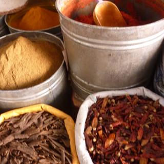 Specerijensouq in Marrakesh Rondreis Marokko Saffraan Reizen JPG