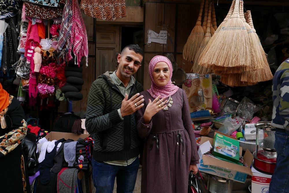 Verloofd stel in Salt, Jordanië - Saffraan Reizen