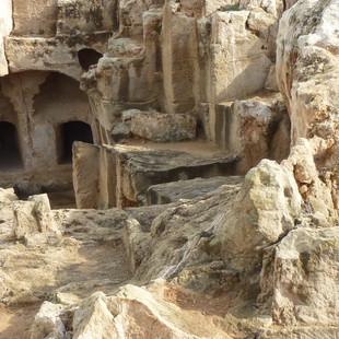 Necropolis koningstombes Paphos.JPG