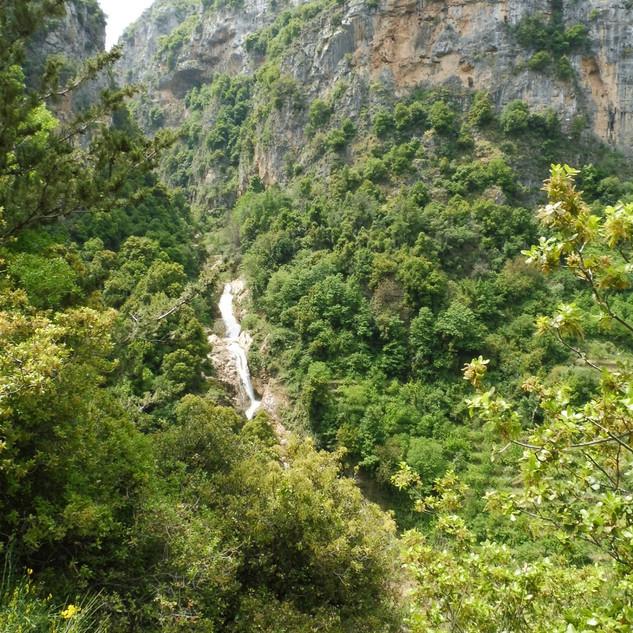 Watervallen in Wadi Qadisha.JPG