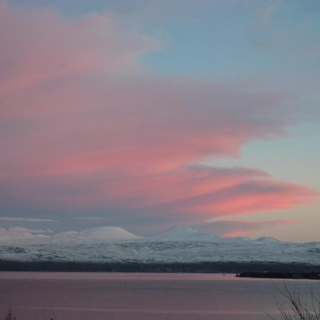 Zonsondergang Sevanmeer in de winter.JPG