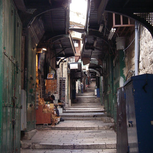 Omhooglopend straatje in oud-Jeruzalem.JPG