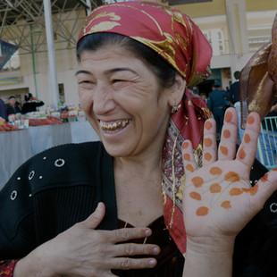 Dames op de markt rondreis Oezbekistan Saffraan Reizen.JPG