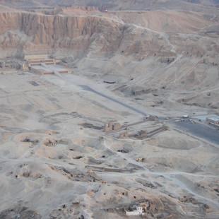 Hatshepsut tempelcomplex.JPG