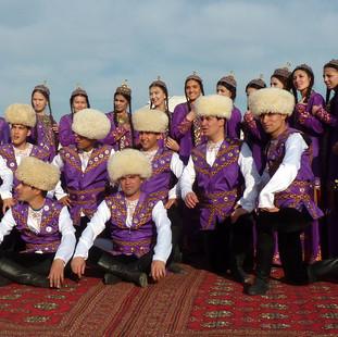 Traditionele Turkmenen.JPG