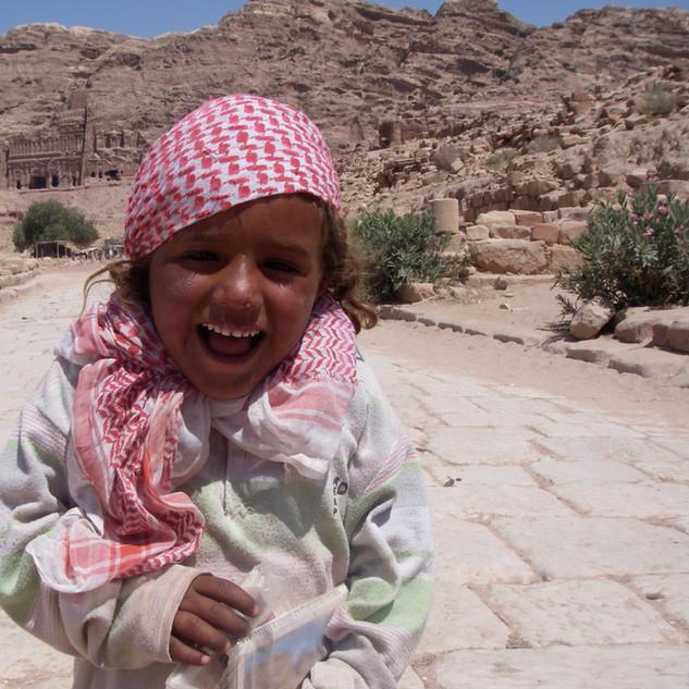 Petra, meisje. Rondreis Jordanië.JPG