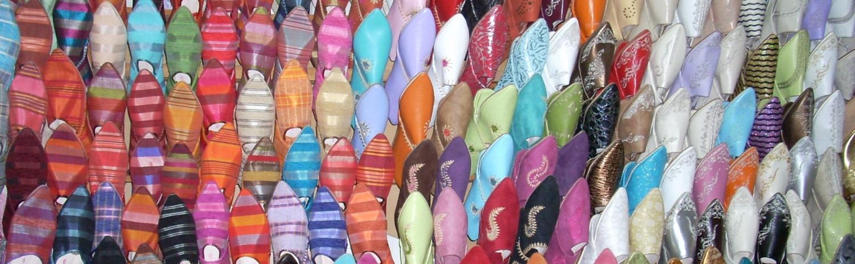 Marokkaanse slofjes in de souq