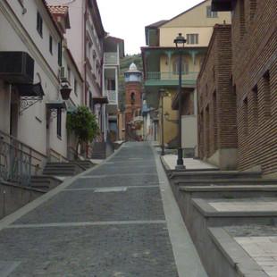 Straatje oud Tbilisi.JPG