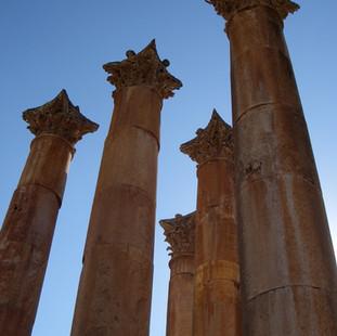 Pilaren bij de Artemistempel in Jerash.J