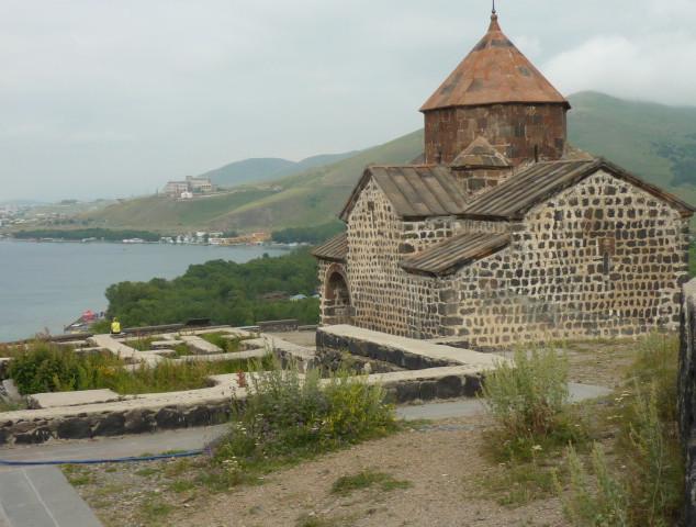 Schiereiland bij Sevanmeer rondreis Armenie Saffraan Reizen .JPG