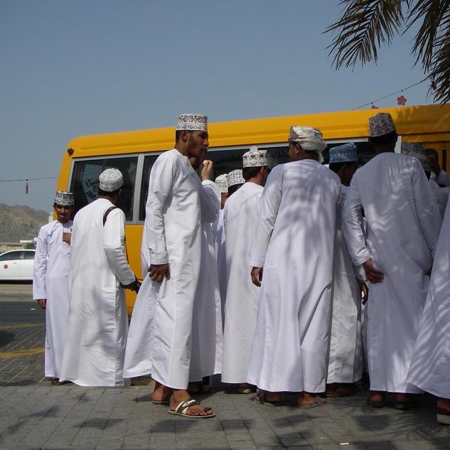 Met de bus mee in Muscat, rondreis Oman.JPG