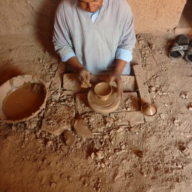 Pottenbakker in Tamagroute, rondreis Marokko.JPG