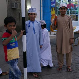 Jonge Omanieten in Muscat, Oman.JPG