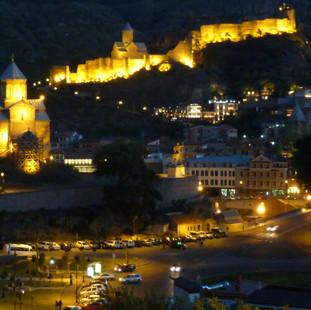 Tbilisi by night rondreis Georgie Saffraan Reizen.JPG