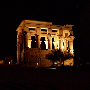 Kiosk bij de tempel van Isis.JPG