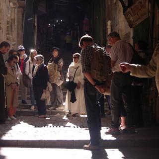 In gebed op de Via Dolorosa, Jeruzalem.JPG