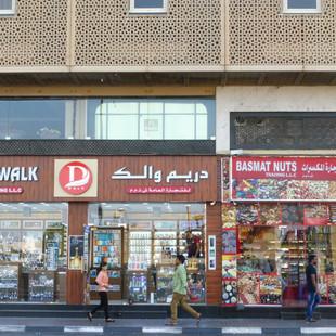 Op straat in Dubai.JPG