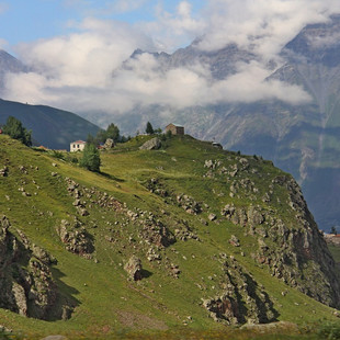 Kazbegi Kaukasus rondreis Georgie Saffraan Reizen.jpg