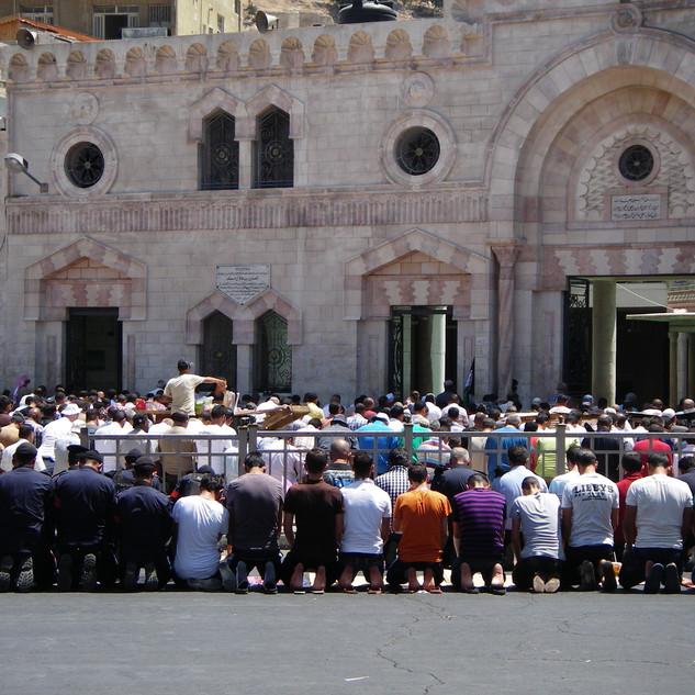 Vrijdaggebed bij de Husseini moskee in A