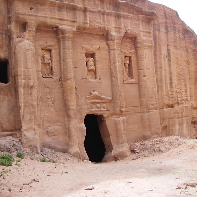 Soldatengraf in Petra.JPG